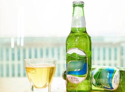 哺乳期能不能喝啤酒 这些食物都要避开