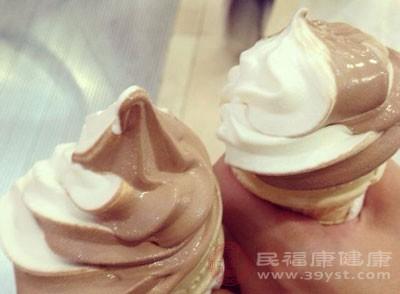 常德一超市涂抹生产日期的冰淇淋