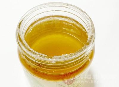 蜂蜜水能加快体内的循环代谢,对减少黑色素沉淀非常好