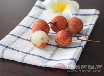 吃荔枝的禁忌 过量吃这水果小心长痘