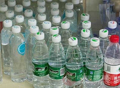 喝水减肥法 竟然还有这功效