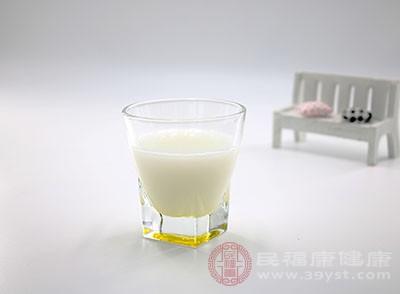 牛奶中含有丰富的活性钙