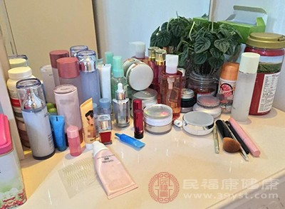 患者一定要注意适当的使用化妆品