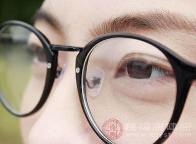 高度近视会导致眼球突出