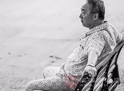 孤独都会使人们患痴呆症的风险增加40%