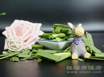 韭菜为墨绿色蔬菜,其中胡萝卜素含量达到了1400mg