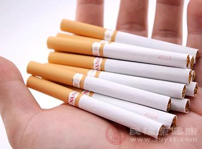 学者针对30到50岁之间的吸烟人群做了跟踪调查
