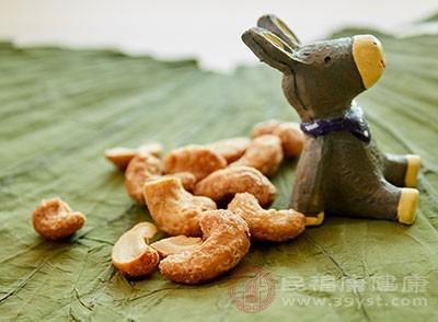 经常吃坚果利于头发的健康