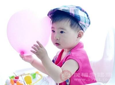 婴儿从3—4个月起就可以训练定时排便
