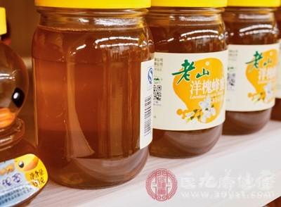 这个喝蜂蜜水的好处应该是众所周知的
