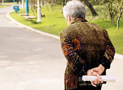 老人家平时情绪不要太过激动