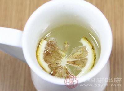 柠檬汁的功效 早上喝柠檬水好吗