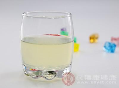 柠檬水的功效 常喝它居然能够帮助肠胃消化