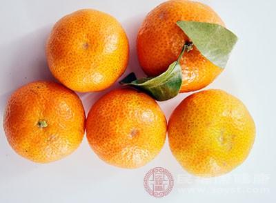鮮橘皮30克(幹橘皮15克)加水3杯