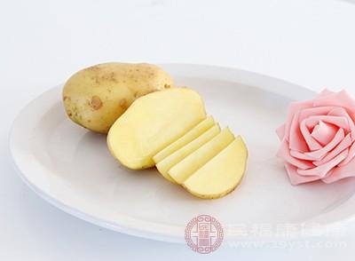 土豆中含有大量维生素B和维生素C等
