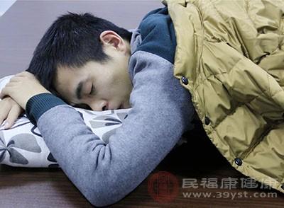 睡眠姿式不好也会引发磨牙