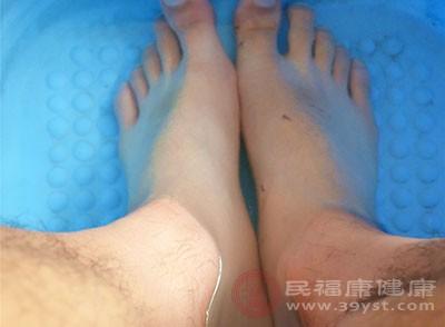 泡脚可以扩张足底血管,加速血液流量
