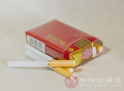抽烟的危害烟草会使血管收缩并干扰氧气供应