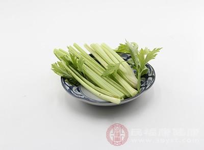 主材:小芹菜,面筋