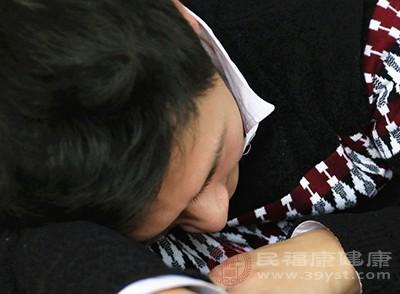 精力压力过大年夜的时刻也会在睡觉时产生抽搐的现象