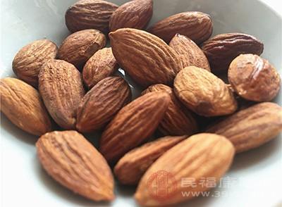 杏仁的功效 常吃它帮你美容养颜