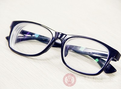 佩戴眼镜的误区 这些谣言你一定也听过