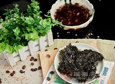 紫菜中含有胆碱、钙、铁