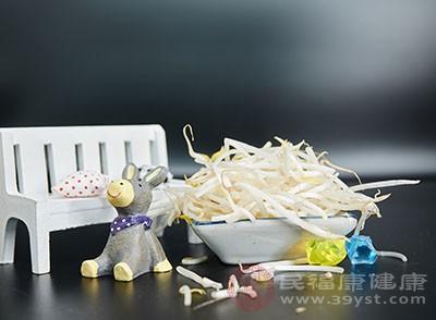 豆芽1饭碗(大约300克);葱1棵(切段)