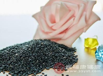 一些富含植物蛋白的食物也具有生发的作用,比如一些豆制品、还有黑芝麻
