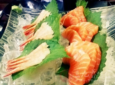自助餐厅的三文鱼