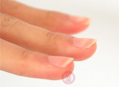 长指甲的危害 男子62年未剪指甲结果竟变这样图片