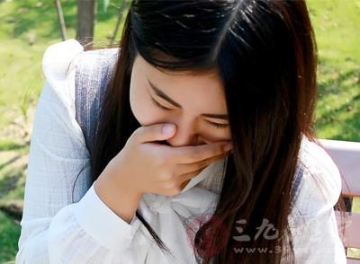 可采用手指、筷子、汤匙等刺激咽后壁和咽弓,反射性地引起呕吐