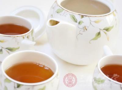 还可适量加点金银花、枸杞搭配泡茶饮用
