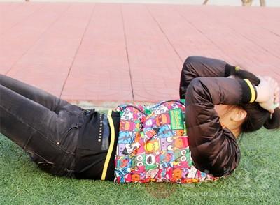腹部抽筋怎么办 仰卧起坐时发生抽筋怎么办 -
