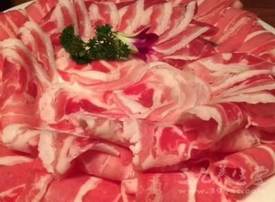 羊肉是一种常见的食物,它既能御风寒,又可补身体,对一般风寒咳嗽