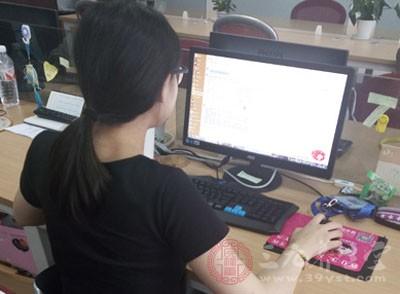 办公桌工作癌为何高发 你应该多注意
