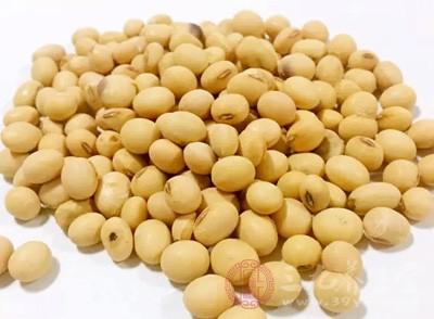 炒黄豆的功效与作用 经常吃黄豆的好处