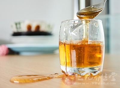 蜂蜜包含极其丰富的蛋白质、葡萄糖、果糖、维生素以及各种矿物质