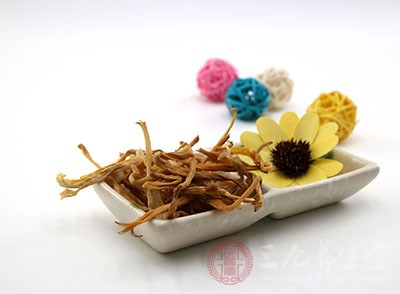 黄花菜中的钙元素含量也较为丰富,因此多吃黄花菜能有效补充孕产期间的钙缺乏