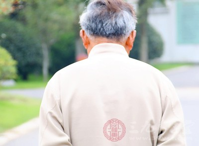 老年人由于年老体衰,而易形成肾虚