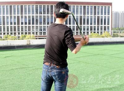 高尔夫发球 如何在发球台上表现的更绅士