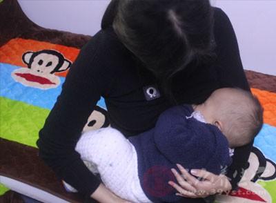 宝宝吃奶少怎么办 宝宝厌食新妈妈如何处理