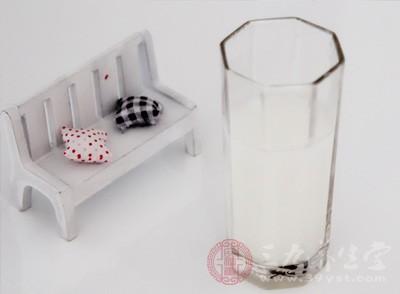 喝酸奶的最佳时间 这样喝酸奶营养加倍