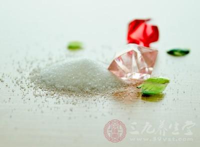 饭菜里的盐被吸收到体内,进入血液中