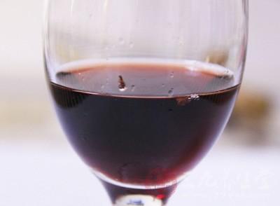 常饮红葡萄酒,有益于治疗恶性贫血