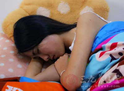 睡觉的姿势很多人都不在意觉得自己舒服就好