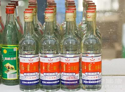 喝酒的危害 常做这件事小心得癌症
