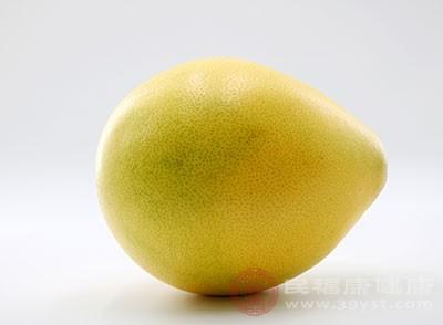 在咳嗽的時候吃點柚子很不錯