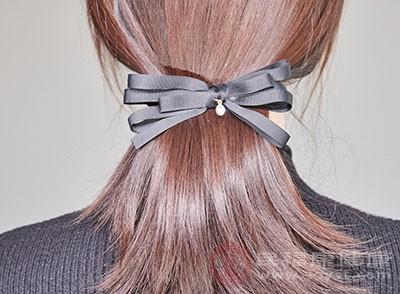 专家指出哺乳期好不要染发、烫发