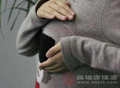 胸小的缘故原由 如许做竟能使胸部变大